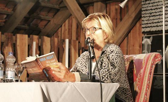 """Unterhaltsamer Abend: Dora Heldt liest aus ihrem Buch """"Wir sind die Guten"""" im Ziegeleimuseum. Bild: Nina Janssen"""